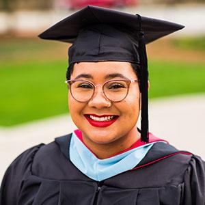 Erin Elliot, graduate