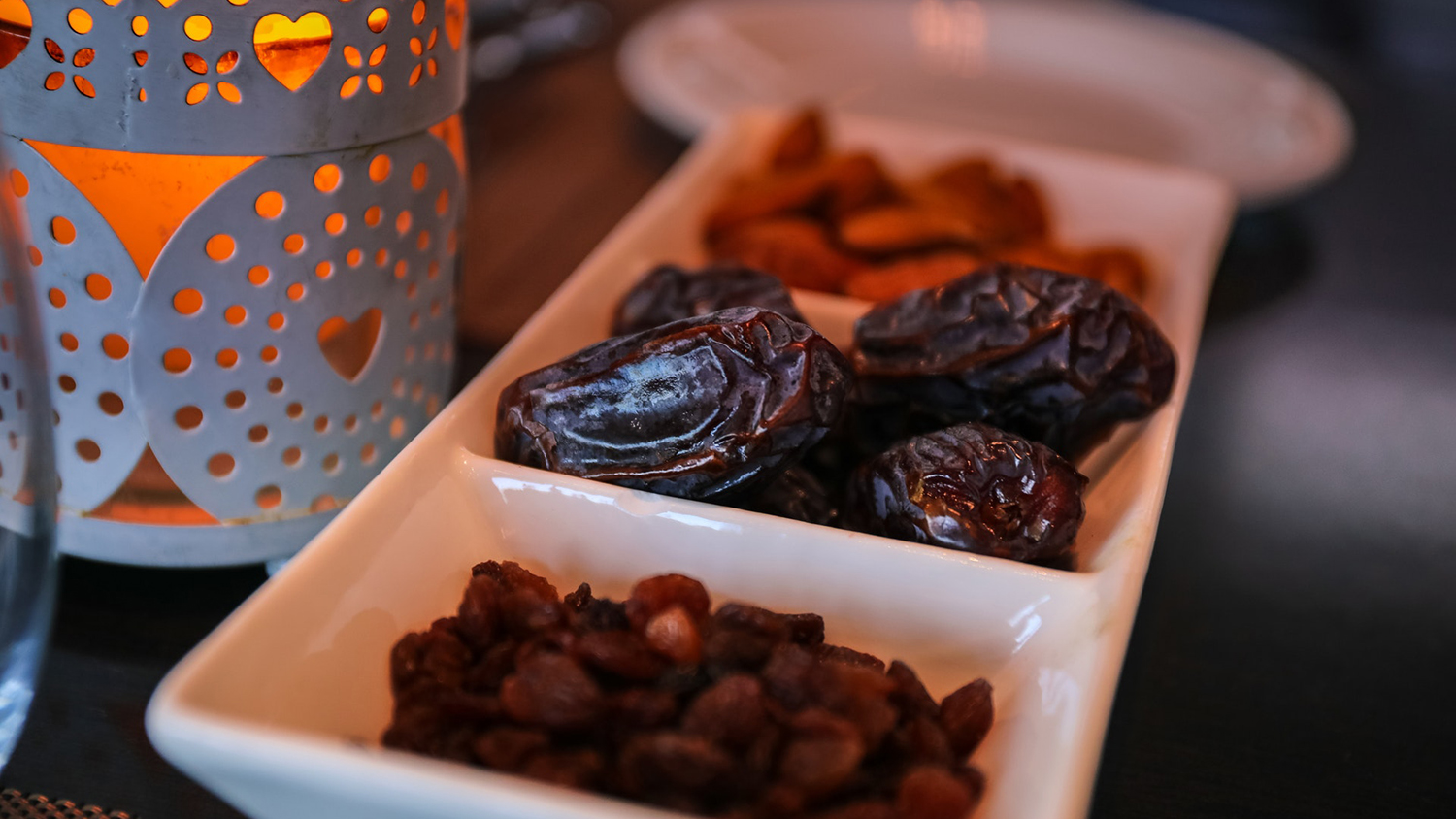 Raisins and dates for breaking the fast on Ramadan